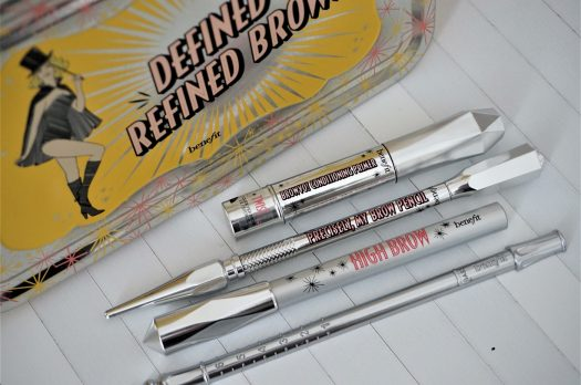 Des sourcils On Fleek avec le kit Defined & refined brows Benefit